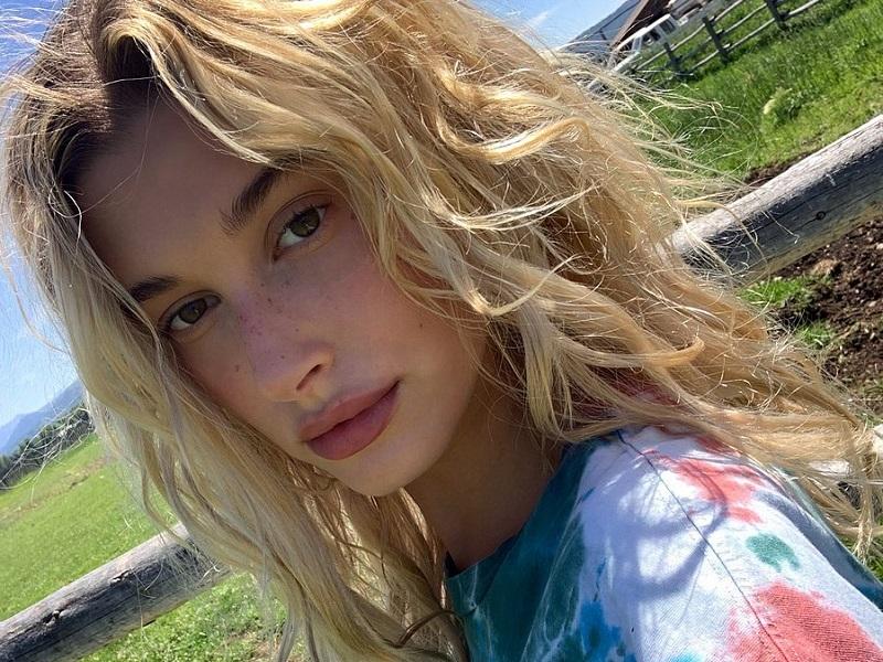 https: img.okezone.com content 2019 08 02 611 2087089 selfie-tanpa-makeup-hailey-bieber-bangga-pamer-freckles-DVDMGBKUyY.jpg