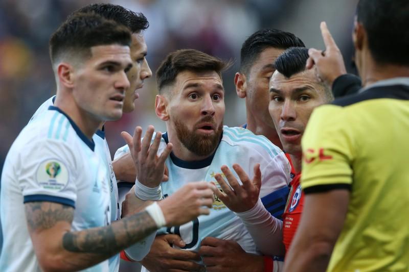 https: img.okezone.com content 2019 08 03 51 2087218 bakal-absen-bela-argentina-messi-dihukum-larangan-bermain-3-bulan-LMixljg3as.jpg