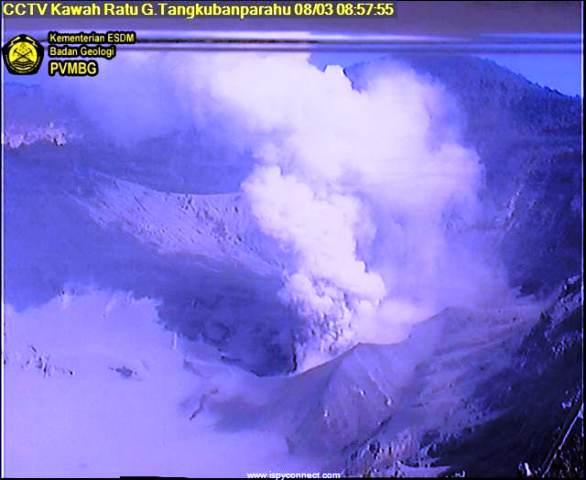 https: img.okezone.com content 2019 08 03 525 2087201 gunung-tangkuban-parahu-kembali-erupsi-pagi-ini-QLclwakHZ9.jpg
