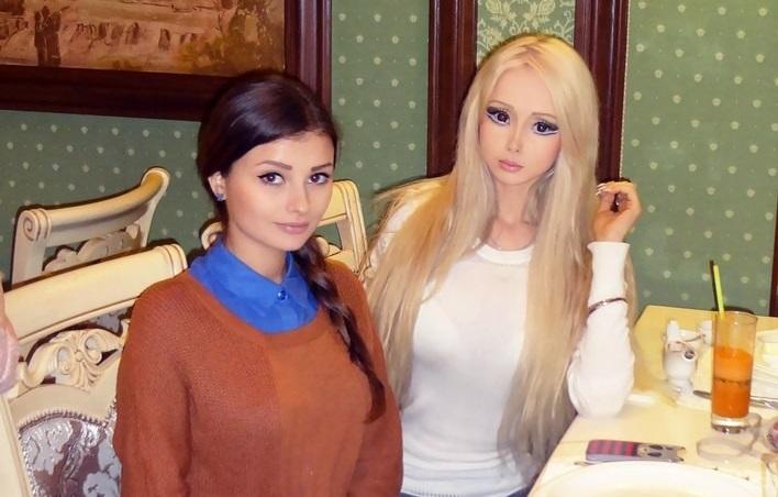 https: img.okezone.com content 2019 08 04 194 2087396 kenalan-dengan-keluarga-barbie-hidup-dari-ukraina-seperti-apa-rupanya-xlVNqwSInu.jpg