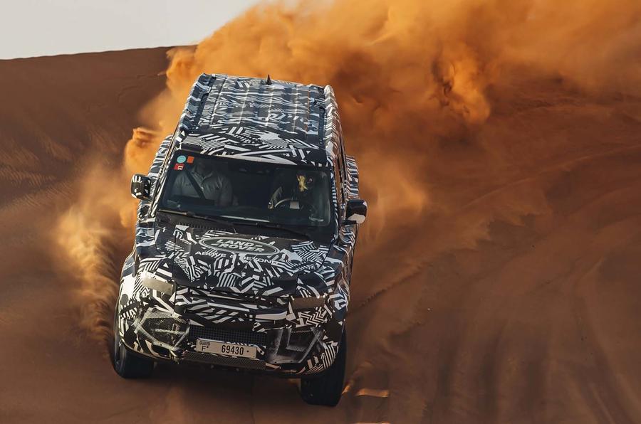https: img.okezone.com content 2019 08 04 52 2087601 begini-penampilan-land-rover-terbaru-tapaki-gurun-pasir-dubai-4XC5Qo8inq.jpg