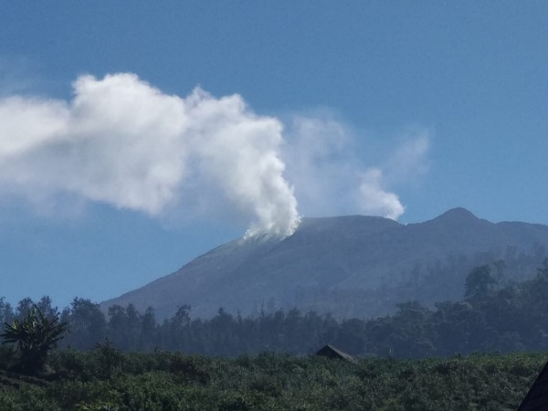 https: img.okezone.com content 2019 08 05 519 2087845 water-bombing-dihentikan-bpbd-pantau-titik-api-gunung-arjuno-lewat-jalur-darat-oaFDSRyM2N.jpg