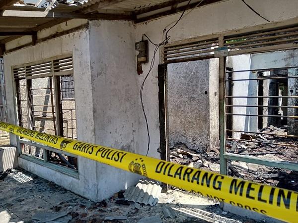 https: img.okezone.com content 2019 08 05 525 2087930 warga-lalai-nyalakan-lilin-saat-listrik-mati-3-rumah-di-indramayu-terbakar-BNMHR3USjb.jpg