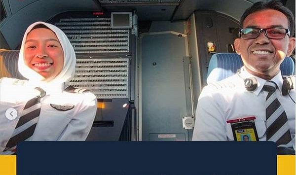 https: img.okezone.com content 2019 08 05 612 2087686 kisah-viral-pilot-senior-rela-turun-jabatan-demi-terbang-bersama-kedua-anaknya-coKdMfLtdz.jpg