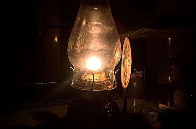 https: img.okezone.com content 2019 08 05 612 2088047 mati-lampu-netizen-ini-malah-bersyukur-POisVVqNF4.jpg