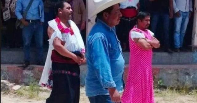 https: img.okezone.com content 2019 08 06 18 2088618 gagal-menepati-janji-kampanye-wali-kota-di-meksiko-diarak-kenakan-pakaian-wanita-ZYwbW2IWHq.jpg
