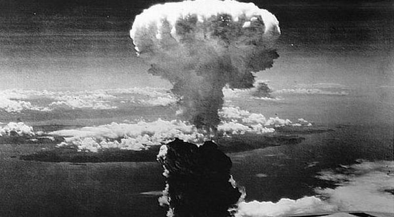 https: img.okezone.com content 2019 08 06 337 2088201 peristiwa-6-agustus-bom-atom-jatuh-di-hiroshima-nagasaki-hingga-wafatnya-ws-rendra-lhD8al9OPn.jpg