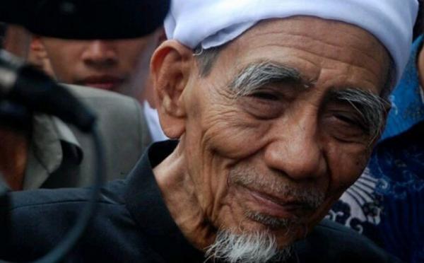 https: img.okezone.com content 2019 08 06 337 2088309 persekutuan-gereja-kepergian-mbah-moen-kehilangan-bagi-seluruh-bangsa-indonesia-79adc3P5As.jpg