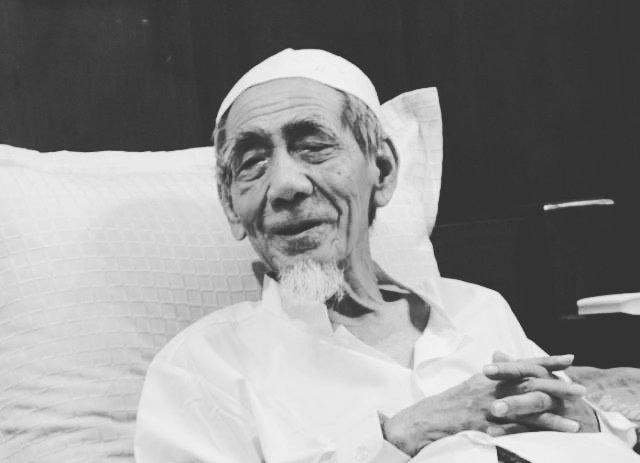 https: img.okezone.com content 2019 08 06 337 2088363 jenazah-mbah-moen-disalatkan-di-masjidil-haram-dimakamkan-di-ma-la-y744P8O63u.jpg