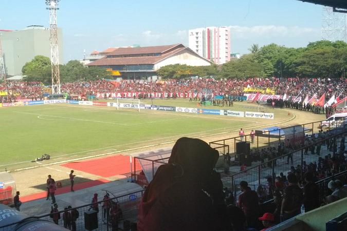 https: img.okezone.com content 2019 08 06 49 2088424 final-piala-indonesia-psm-vs-persija-suporter-mulai-padati-stadion-andi-mattalata-HJtfmcR5Do.jpg