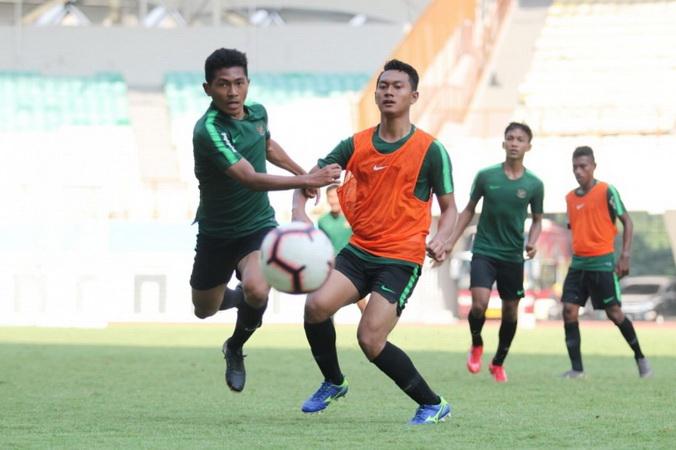 https: img.okezone.com content 2019 08 06 51 2088267 prakiraan-susunan-pemain-timnas-indonesia-u-18-vs-filipina-TwbNQdqPKM.jpg