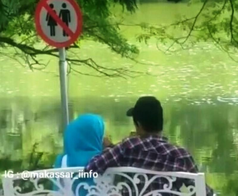 https: img.okezone.com content 2019 08 06 609 2088410 viral-sejoli-memadu-kasih-di-tempat-larangan-pacaran-langsung-dapat-ceramah-1tho5gwLjd.jpg