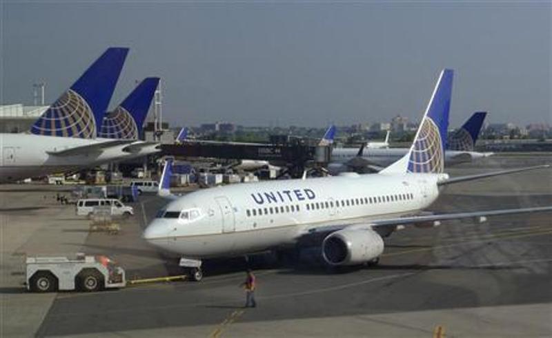 https: img.okezone.com content 2019 08 07 18 2088836 penerbangan-united-airlines-dibatalkan-setelah-dua-pilotnya-ditangkap-karena-mabuk-4tSsOUCe3j.jpg