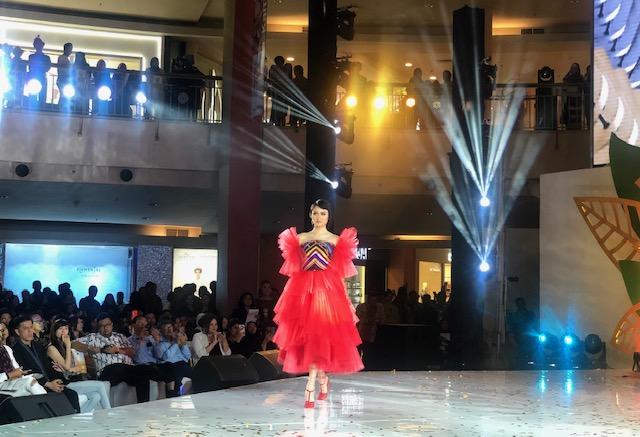 https: img.okezone.com content 2019 08 07 194 2089123 ajang-fashion-show-dijadikan-cara-perkuat-destinasi-wisata-yvNfuVNuvN.jpeg