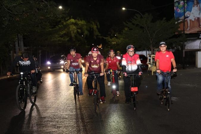 https: img.okezone.com content 2019 08 07 49 2088927 cara-unik-wali-kota-rayakan-kemenangan-psm-makassar-di-kratingdaeng-piala-indonesia-a2yNwCTB8o.jpg