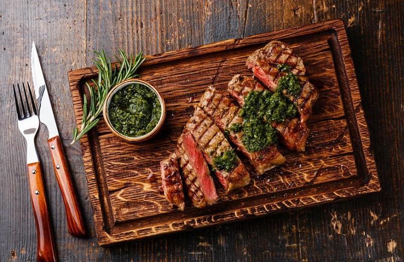 https: img.okezone.com content 2019 08 08 298 2089352 tips-memasak-daging-agar-lezat-dan-tidak-alot-jadi-hidangan-steak-lezat-ZM2LxZN1CR.jpg