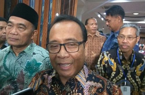 https: img.okezone.com content 2019 08 08 65 2089296 mensesneg-rektor-asing-untuk-dobrak-kompetisi-kampus-di-indonesia-d91vEzCXyz.jpg