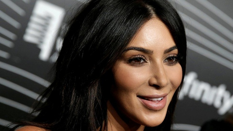 https: img.okezone.com content 2019 08 09 196 2090075 pernah-gemuk-kim-kardashian-sempat-dibully-mirip-ikan-paus-s3UY7BfVee.jpg
