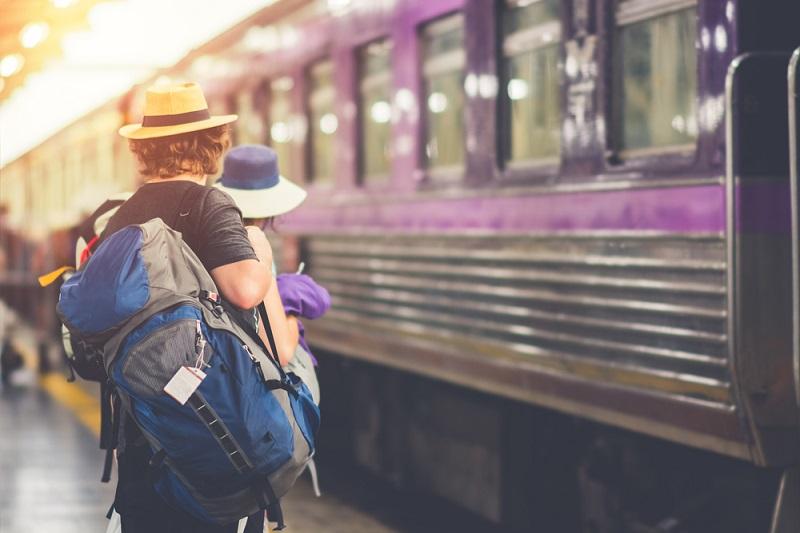 https: img.okezone.com content 2019 08 09 406 2089831 travelling-naik-kereta-api-pertama-kali-cek-dulu-tipsnya-A1QIefro3z.jpg
