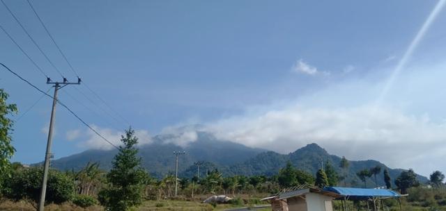 https: img.okezone.com content 2019 08 09 525 2089807 kebakaran-di-gunung-ciremai-meluas-hingga-300-hektar-ndAJ7bKwzt.jpg