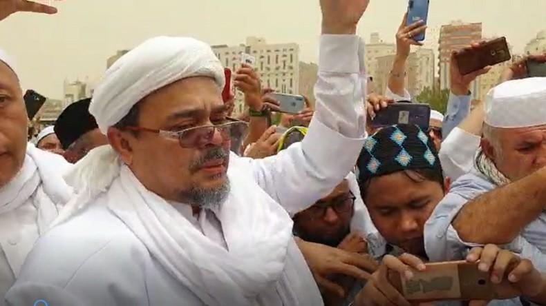 https: img.okezone.com content 2019 08 09 614 2089862 polemik-doa-habib-rizieq-di-pemakaman-mbah-moen-FmFb6SpEU5.jpg