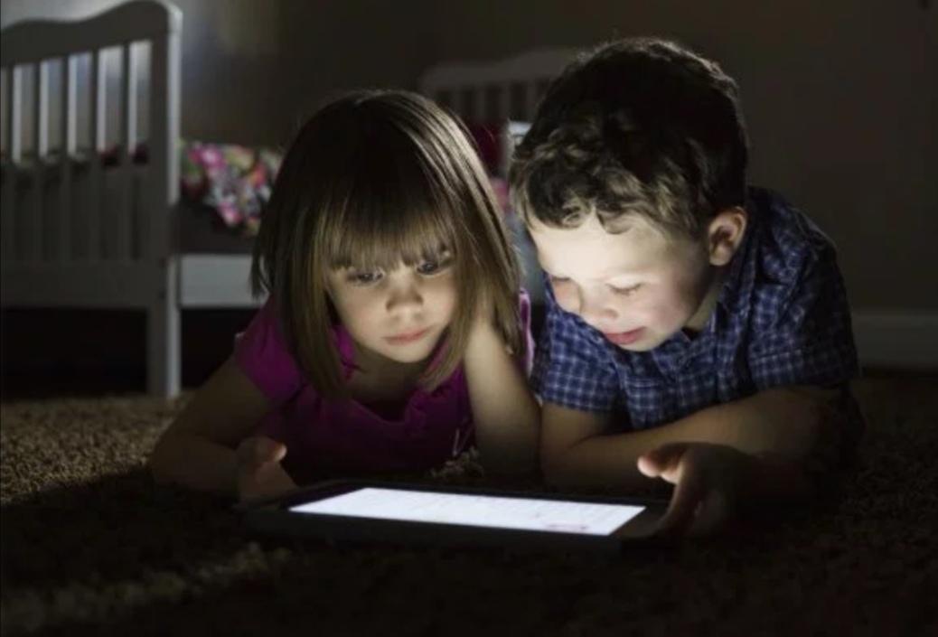 https: img.okezone.com content 2019 08 10 92 2090177 5-tips-berikan-internet-yang-aman-untuk-anak-ds9VWNpJ0b.jpg