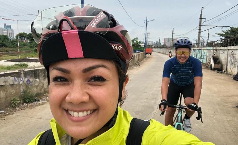 Naik Sepeda dari Jakarta ke Bali, Nirina Zubir dan Ernest Syarif ...