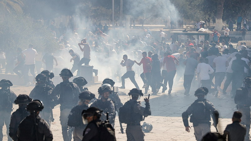 https: img.okezone.com content 2019 08 12 18 2090765 warga-palestina-dan-polisi-israel-bentrok-di-kompleks-al-aqsa-pada-hari-idul-adha-KvEn29tQ7F.jpg