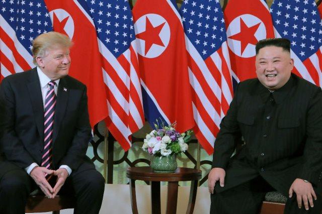 https: img.okezone.com content 2019 08 12 18 2090840 donald-trump-kim-jong-un-minta-maaf-soal-uji-peluncuran-rudal-i7Xv1o2tzY.jpg