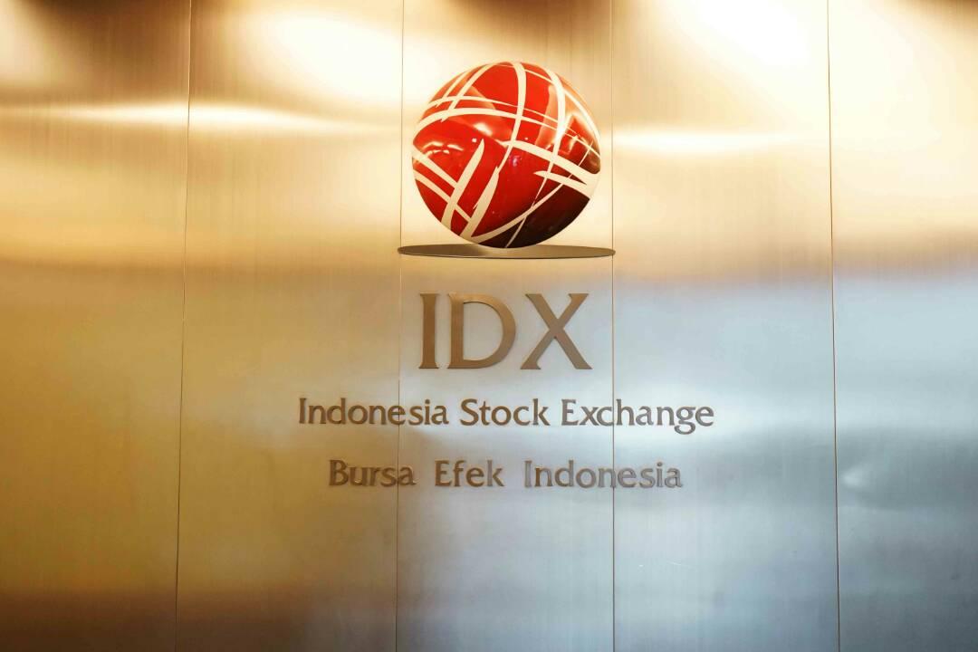 https: img.okezone.com content 2019 08 12 278 2090818 ini-perjalanan-42-tahun-pasar-modal-indonesia-semen-cibinong-jadi-emiten-pertama-YrXnXYS9SE.jpg