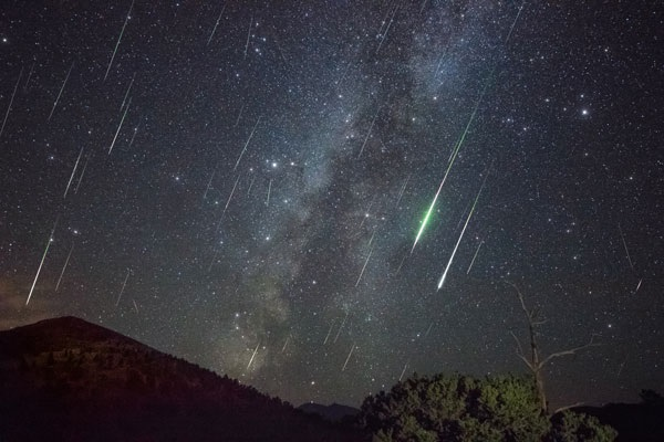 https: img.okezone.com content 2019 08 12 406 2090735 malan-ini-bakal-hujan-meteor-yuk-simak-cara-menikmatinya-JlMvDnXSfV.jpg