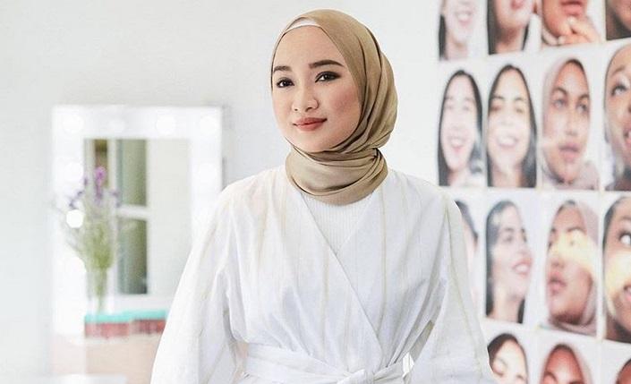 Tetap Modis Lima Gaya Dan Bahan Hijab Simpel Ini Bisa Ditiru Okezone Muslim