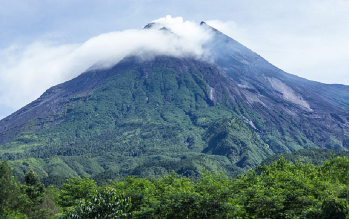 https: img.okezone.com content 2019 08 12 618 2091012 pendaki-ini-doa-naik-gunung-fRGzJi4p5H.jpg