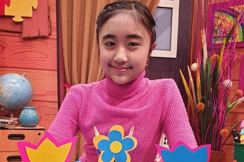https: img.okezone.com content 2019 08 13 205 2091350 cyra-alesha-idol-junior-ajak-anak-indonesia-berpetualang-lewat-liburan-yuk-VM6kTVfjDR.jpg