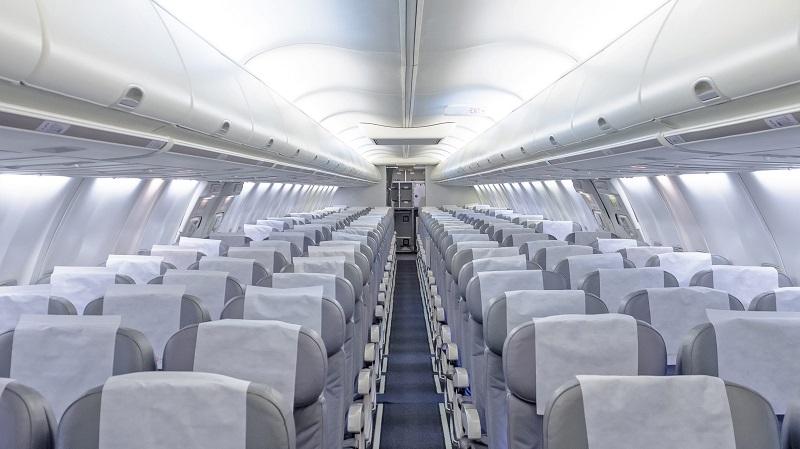 https: img.okezone.com content 2019 08 14 406 2091766 naik-pesawat-komersil-seorang-diri-pria-ini-serasa-menyewa-jet-pribadi-8O6lA8JJFR.jpg