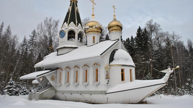 https: img.okezone.com content 2019 08 14 406 2091933 melihat-gereja-kapal-yang-terdampar-di-pedesaan-rusia-eFQM0vN7Vs.jpg