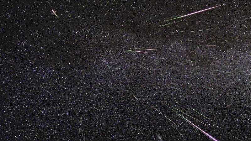 https: img.okezone.com content 2019 08 14 56 2091733 ini-foto-foto-penampakan-hujan-meteor-perseid-vWjXEJwBx1.jpg