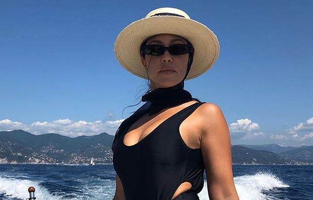 https: img.okezone.com content 2019 08 15 194 2092203 pamer-stretch-mark-di-bokong-kourtney-kardashian-tuai-pujian-YMySpE1iju.jpg