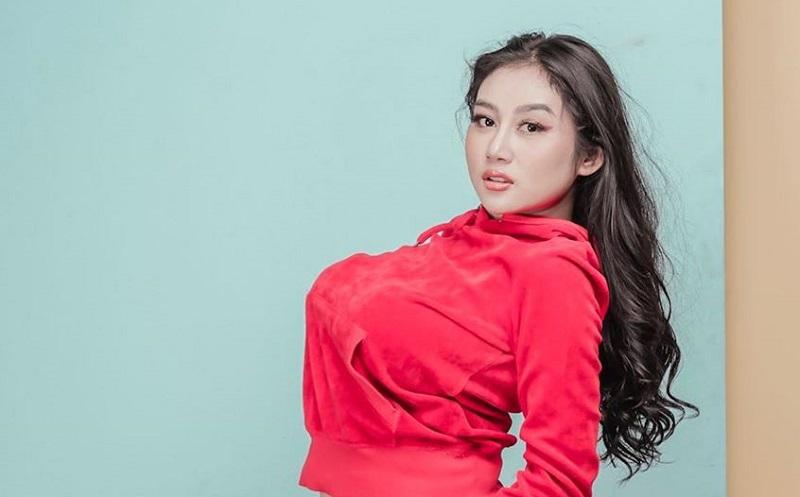 https: img.okezone.com content 2019 08 15 33 2092449 selain-disawer-intip-deretan-foto-seksi-pamela-safitri-di-jepang-yvP2NDgU40.jpg