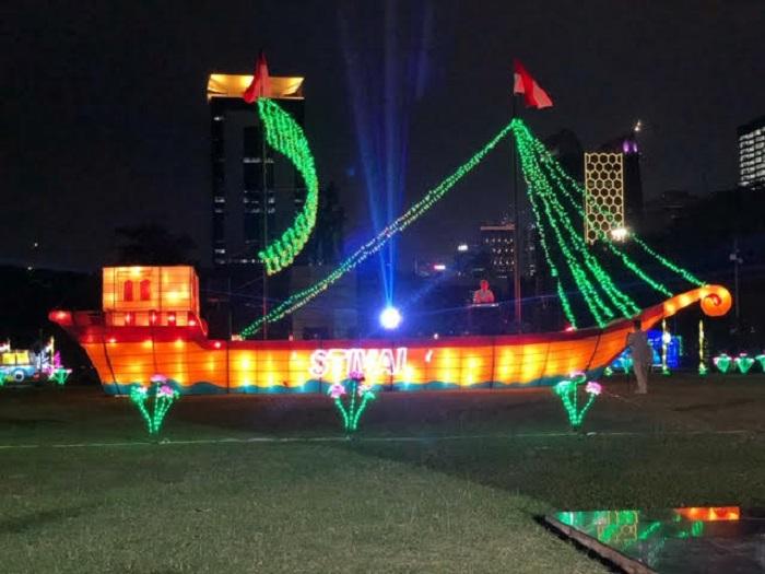 https: img.okezone.com content 2019 08 15 406 2092135 5-spot-selfie-terbaik-di-festival-of-light-2019-monas-UTST6yAAYs.jpg