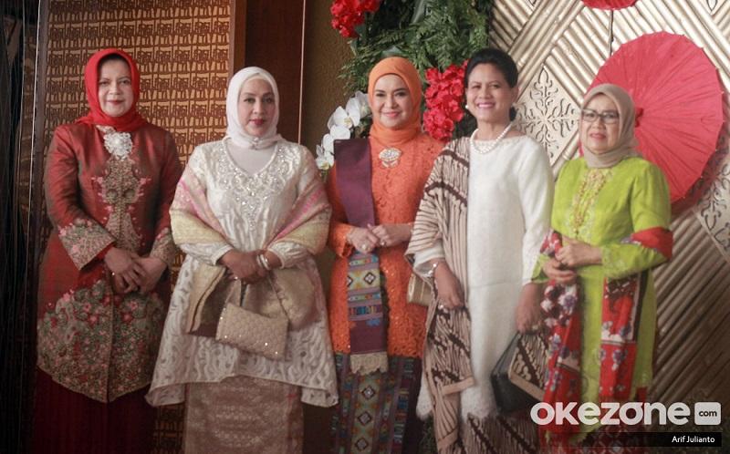 https: img.okezone.com content 2019 08 16 194 2092707 pakai-baju-kurung-dan-kebaya-lihat-gaya-iriana-jokowi-dan-menteri-perempuan-di-sidang-tahunan-mpr-O4yprbsUCO.jpg
