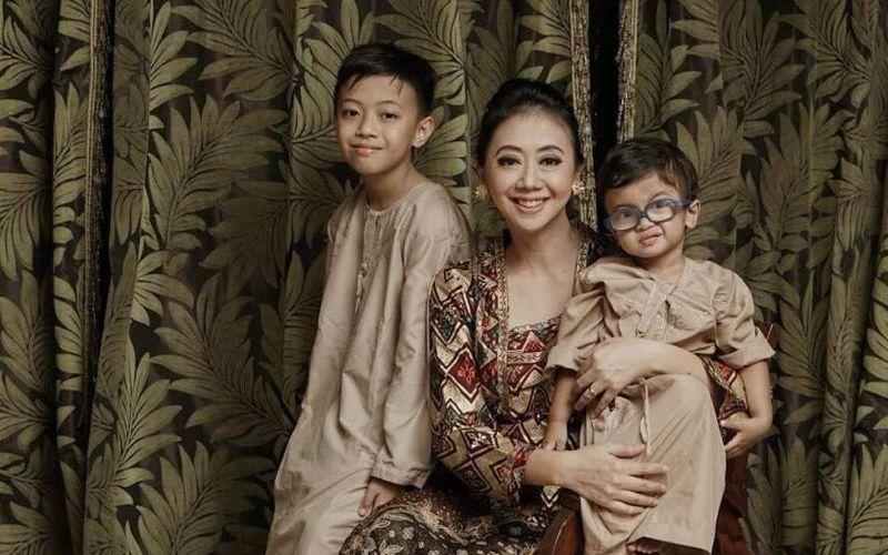 https: img.okezone.com content 2019 08 18 33 2093440 bangga-punya-leluhur-pahlawan-asri-welas-ajak-masyarakat-cintai-budaya-indonesia-H2ev1GHkte.jpg