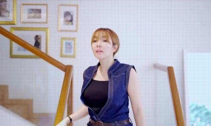 https: img.okezone.com content 2019 08 19 194 2093597 wardrobe-malfunction-artis-indonesia-dari-kemben-gisel-melorot-hingga-rambut-kemaluan-mariana-renata-ngintip-4G5BPo0AOs.jpg