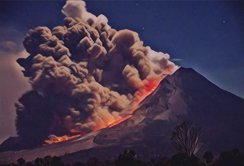 https: img.okezone.com content 2019 08 19 337 2093666 begini-geliat-7-gunung-api-paling-aktif-di-indonesia-sepekan-lalu-9RKGl2RgQ3.jfif