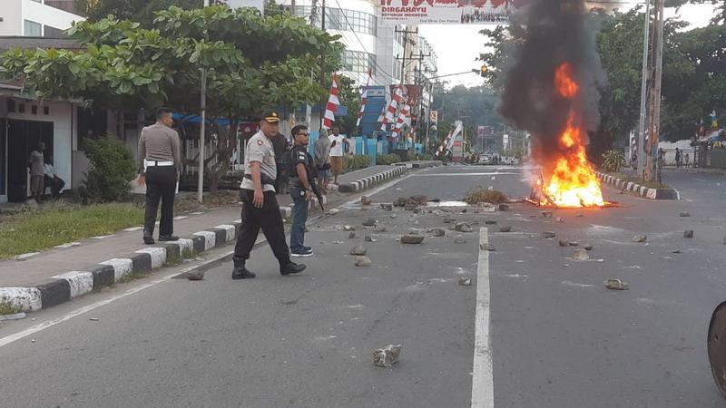 https: img.okezone.com content 2019 08 19 340 2093705 kerusuhan-di-papua-barat-dipicu-video-provokasi-di-medsos-unK3YdOvfN.jpg