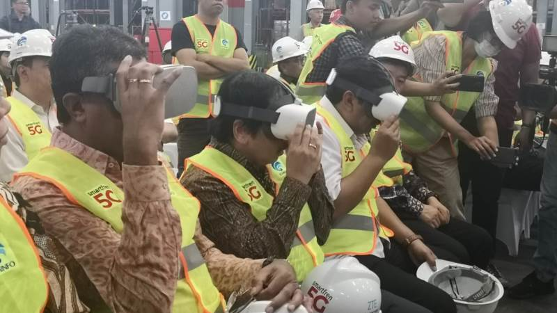 https: img.okezone.com content 2019 08 19 54 2093822 smarfren-mulai-uji-coba-5g-untuk-industri-manufaktur-di-indonesia-t8rUeMs2m5.jpg