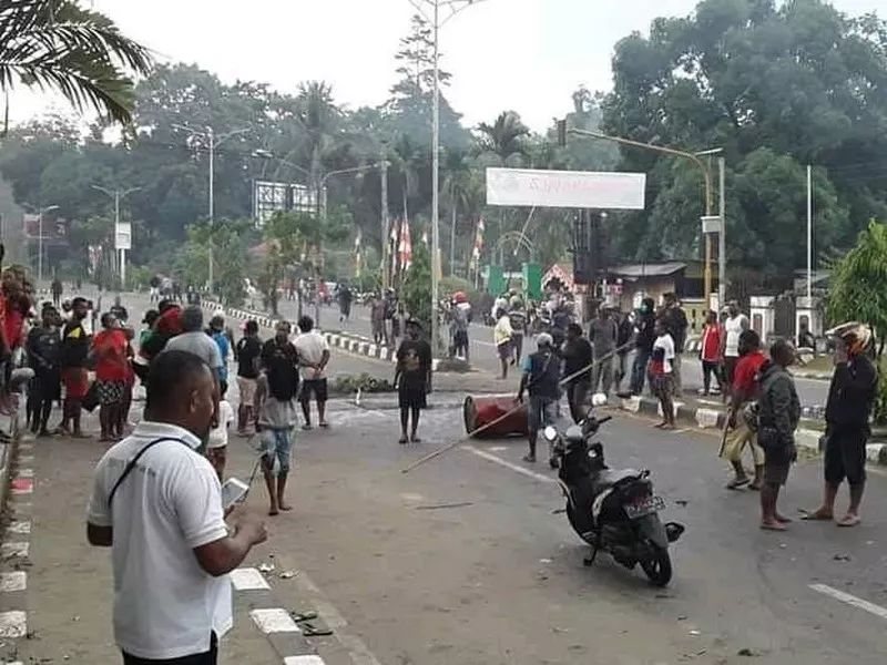 https: img.okezone.com content 2019 08 20 337 2094220 ketua-lembaga-masyarakat-adat-papua-minta-polisi-tangkap-dalang-kerusuhan-EELQpcHdVC.jpg
