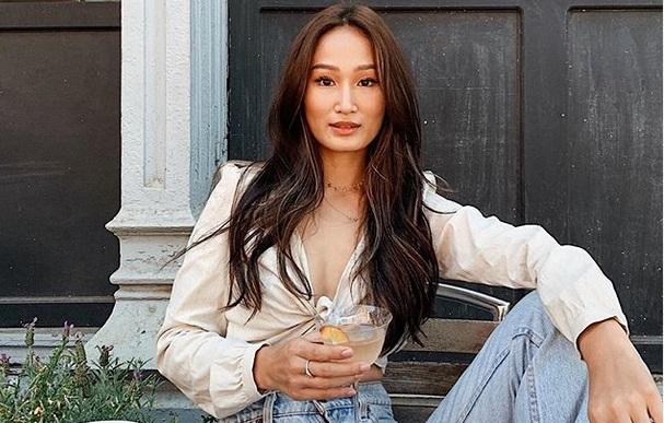 https: img.okezone.com content 2019 08 21 194 2094655 lepas-ekstensi-bulu-mata-beauty-blogger-asal-singapura-tuai-pujian-9vYeUCAaXU.jpg