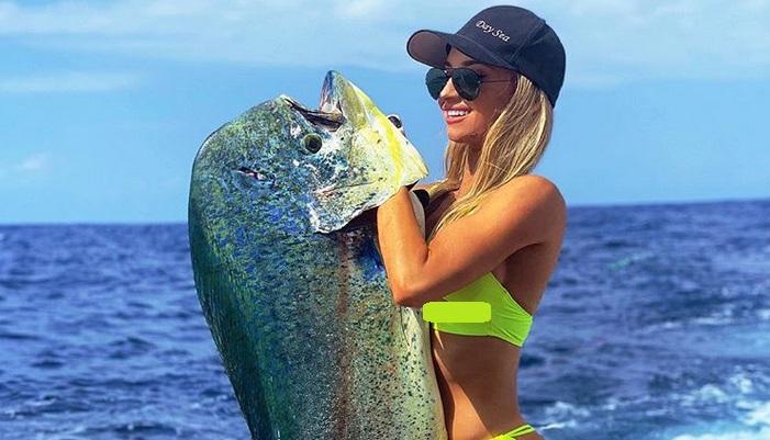 https: img.okezone.com content 2019 08 21 194 2094772 emily-riemer-pemancing-terseksi-di-dunia-yang-selalu-beraksi-pakai-bikini-0AlfOs4YMg.jpg