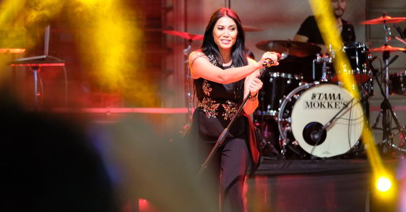 https: img.okezone.com content 2019 08 21 205 2094965 anggun-kembali-eksis-di-chart-dance-club-song-billboard-us-f89ZMihJFE.jpg